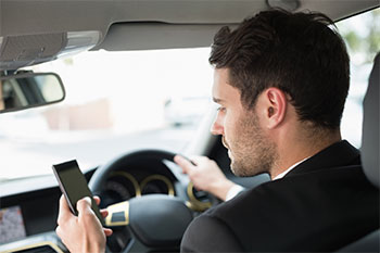 Autofahrer mit Handy