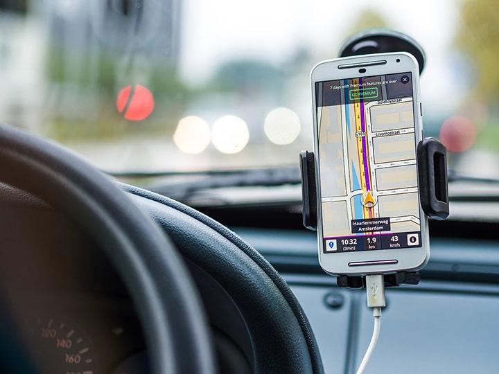 Smartphone mit Navigationsapp